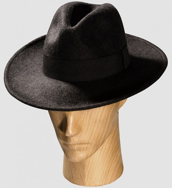 Hat on mannequin on Sartoria Lab home page - personal shopping & styling for men